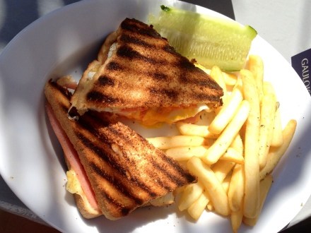 Toastie with fried egg