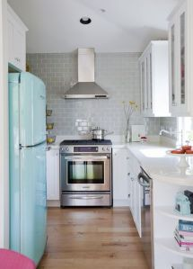 Original source: http://www.athomeinlove.com/chimney-style-range-hoods/?utm_source=feedly&utm_reader=feedly&utm_medium=rss&utm_campaign=chimney-style-range-hoods