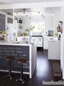 Original source: http://www.housebeautiful.com/decorating/house-pictures/beach-house-decor-ideas-0712
